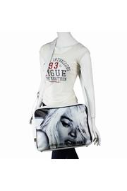 DESCRIPTION : Avec son style unique ce sac reporter ne vous