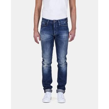 Le RAZOR est un jean slim fit, soigneusement coupé et fini