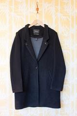 Manteau classic, manches longues, se ferme avec un bouton