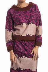 Pull court imprime fleurs, col rond, manches longues. Col,