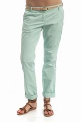 Pantalon chino 2 poches et des passants pour la ceinture. Se