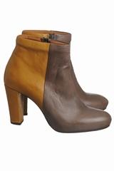 Les boots à talons bicolores Atelier Do Sapato sont des