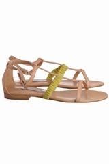 Les chaussures Nat Carven sont des sandales plates composées