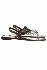 Sandale diamants, avec une bride entre les orteils. Se ferme