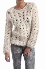 Le pull Jura Eribe est un pull ample à manches longues et à