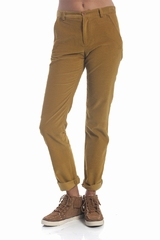 Le pantalon Camargue A.P.C. est un pantalon large en velours