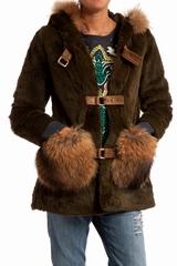 Duffle coat capuche en lapin rase. Brandebourg cuir. 100%