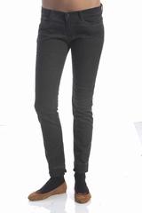 Le jean See By Chloé est un jean skinny à cinq poches qui se
