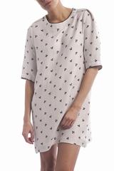 La robe Luella Anna Studio est une robe droite à col ample