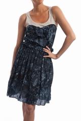 La robe débardeur fleur See by Chloé est une robe sans