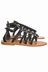 Sandale plate avec plusieurs laniere, dont une bride cloutée