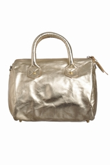 Petit sac avec 2 petites anses. Peut se porter en