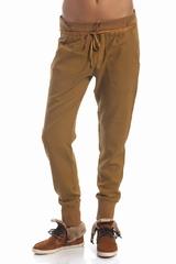 Le pantalon carotte See By Chloé est un pantalon large serré