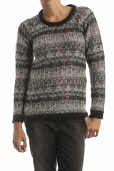 Pull col rond, manches longues. 35% kid mohair, 26% viscose,