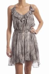 La robe Sedona Iro est une robe courte évasée à fines
