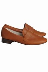 Chaussure mocassin en effet cuir végétal. Talon en cuir de 2