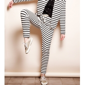 Matière: Coton  Pantalon disponible en fond écru avec