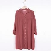 Matière: Crépon Robe longue Disponible en coloris bitume,