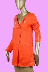 Veste asymétrique à porter sur un jean ou la robe assortie.