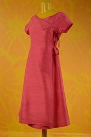 Robe fermeture liens. longueur : 100 cms. 100% soie.