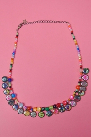 necklace. zama, resin beads, brass. min. length : 39 cm.