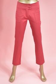 Pantalon court. poches devant. large ceinture. fermeture