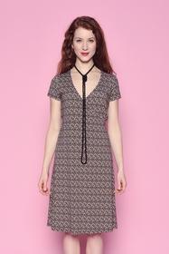 Inspirée des motifs africains, cette robe cache-coeur