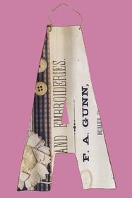 lettre en métal. hauteur : 29 cm. largeur : 18 cm