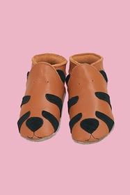 Petits chaussons en cuir souple et semelle en daim