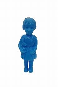 15 cms de hauteur, imite une vraie poupée, n'est pas un