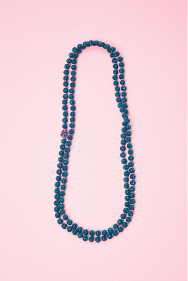 Long necklace with pearls in glass. A nice touch of colour