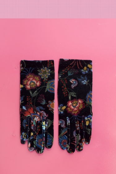 In a style as chic as romantic, these patterned gloves will