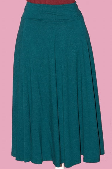 Adjustable trapeze skirt.Wear it high or low waist thanks to