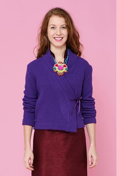 Nice crossed wool jacket. V crossed collarand long sleeves,