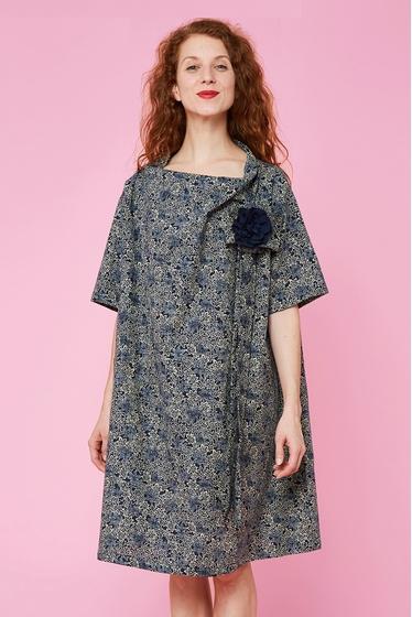 Jolie robe large en coton japonais à motifs. Col large,