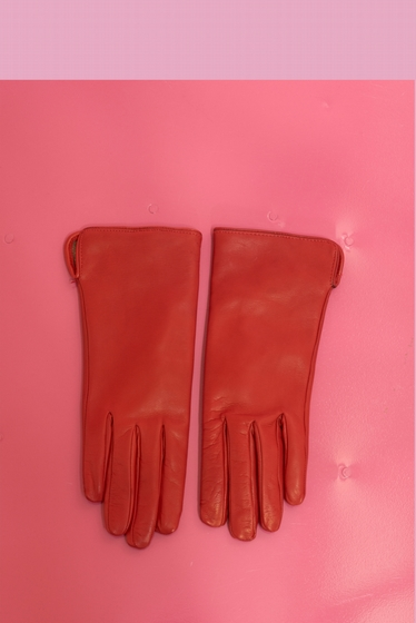 Made in extremely soft leather, this model lined with