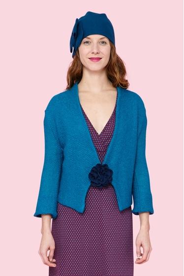 Jolie veste courte en laine et mohair. Col châle et manches