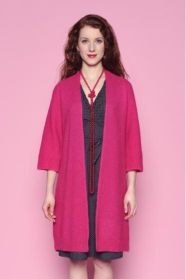 Veste longue en tricot. longueur : 87 cm. 40% acrylique -