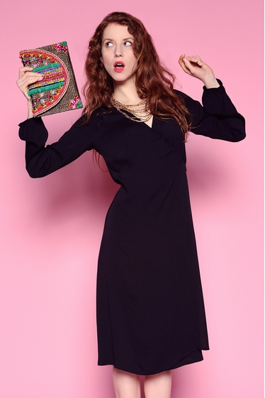 Elegant crossed dress, delicatly textured, V-neck and long