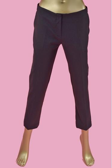 Straight cut. pockets. length : 85 cm. 95% cotton - 5%