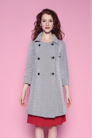 Manteau eb maille jacquard avec boutons et poches. Coupe
