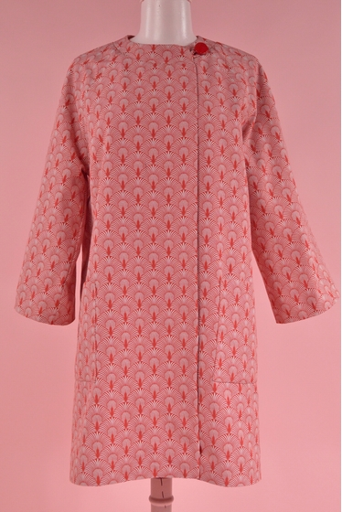 Manteau imprimé avec une coupe droite à manches longues et
