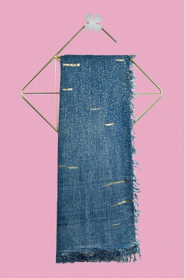 Lurex fringed stole with golden shiny touches. Available in