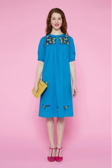 Petite robe brodée main en coton léger. La robe Acapulco