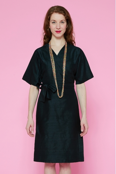 Robe en soie sauvage esprit kimono. manches courtes larges.