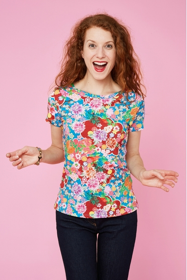 Pretty floral pattern t-shirt inspired to japan. Round neck