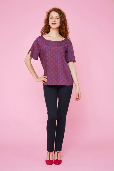 Fluid and light top with pretty leaf patterns.<br> Round