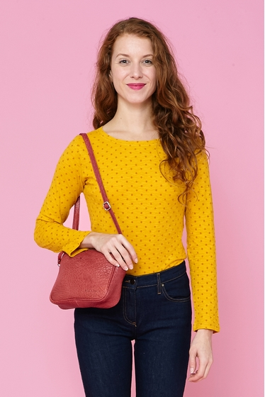 Gorgious crossed polka dot t-shirt. V neck ans 3/4 sleeves.