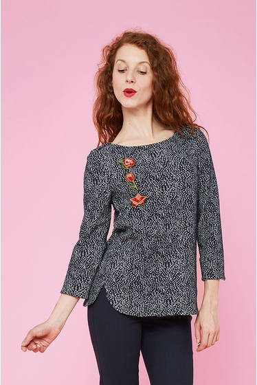 Gorgious fantasy pattern top. Boat neck and 3/4 sleeves with