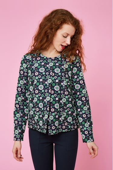 Gorgious short floral pattern jacket. Round neck and long